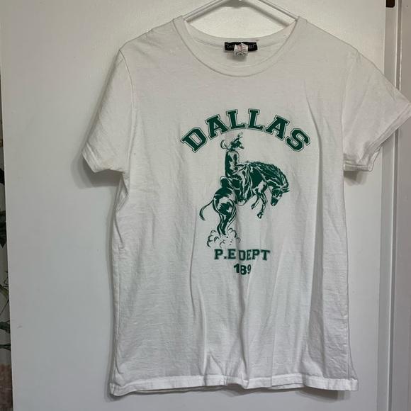 daisy street Tops - Daisy street Dallas P.e dept 189 graphic tee shirt